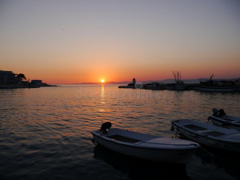 Sonnenuntergang in Kroatien lizenzfreie stockfotos