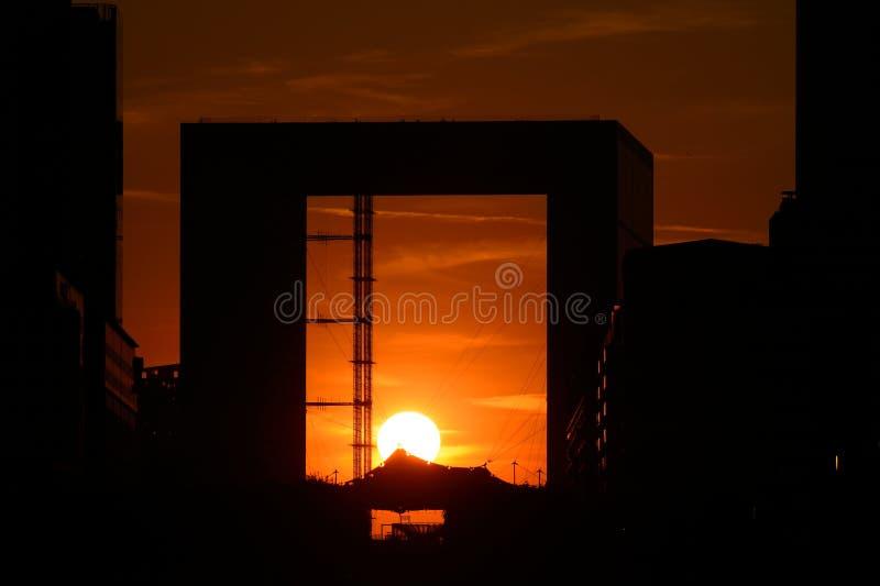 Sonnenuntergang in La Verteidigung nachts - Paris lizenzfreie stockfotografie