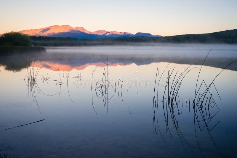 Sonnenuntergang an Laguna-La Zeta in Esquel, Argentinien lizenzfreie stockfotos