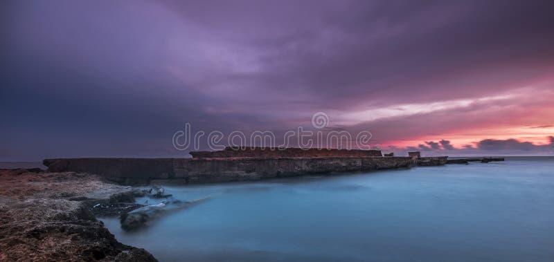 Sonnenuntergang-Landschaftsmeerbruch-Wasser lizenzfreie stockfotos