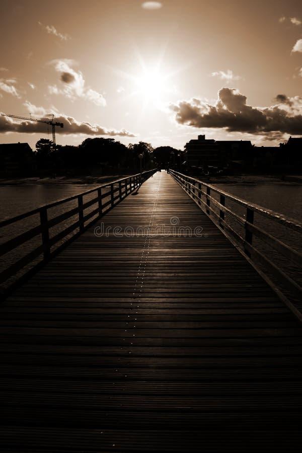 Sonnenuntergang in Landungstadium - Pier lizenzfreie stockfotos