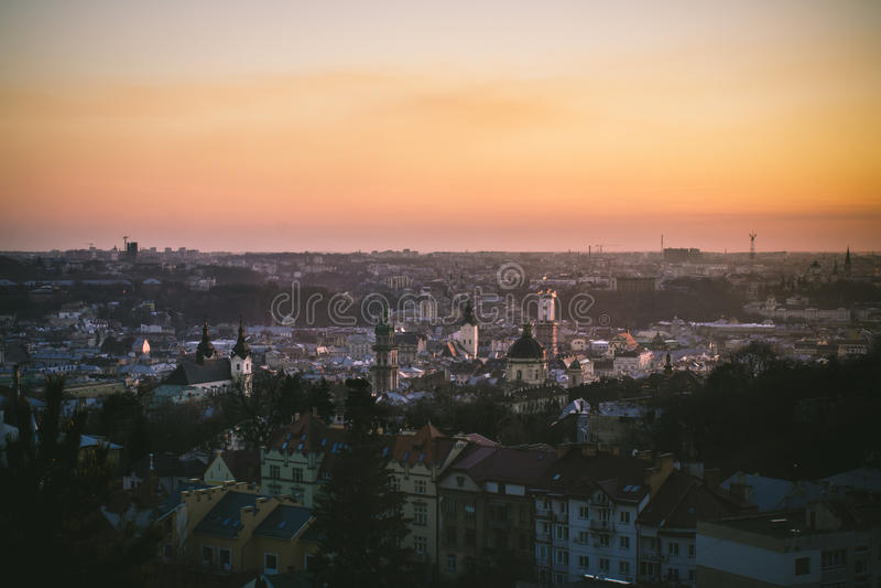 Sonnenuntergang in Lemberg stockfotos