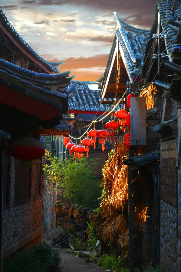 Sonnenuntergang Lijiang die alte Stadt stockbilder