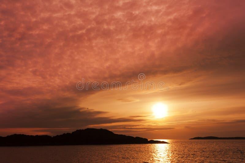 Sonnenuntergang, Llandwyn Insel, irisches Meer, Nordwales lizenzfreie stockfotos