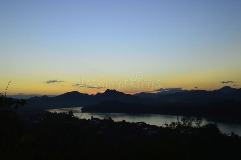 Sonnenuntergang in Luang Prabang lizenzfreies stockbild
