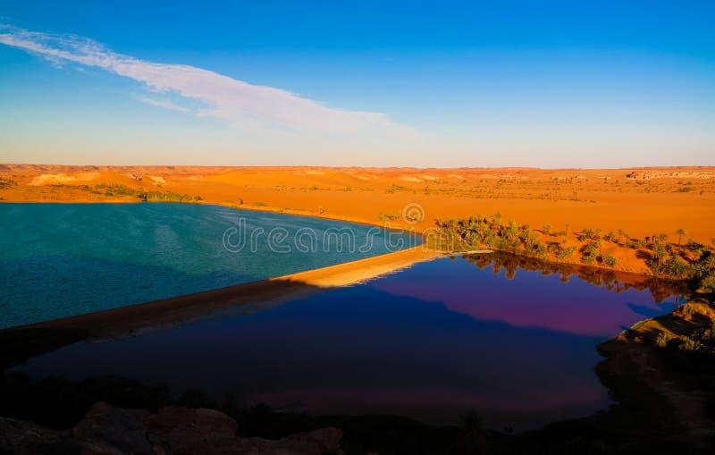 Sonnenuntergang-Luftpanoramablick zur Yoa Seegruppe Ounianga-kebir Seen beim Ennedi, Tschad stockfotografie