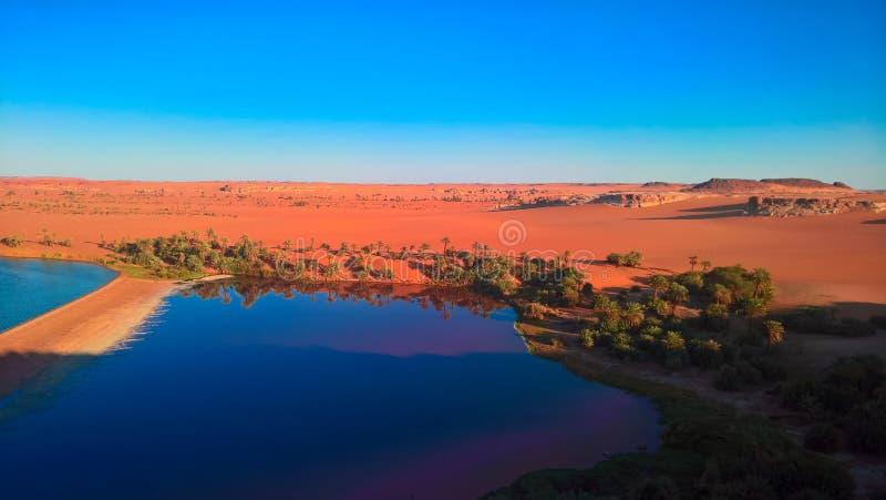 Sonnenuntergang-Luftpanoramablick zur Yoa Seegruppe Ounianga-kebir Seen beim Ennedi, Tschad lizenzfreie stockfotografie