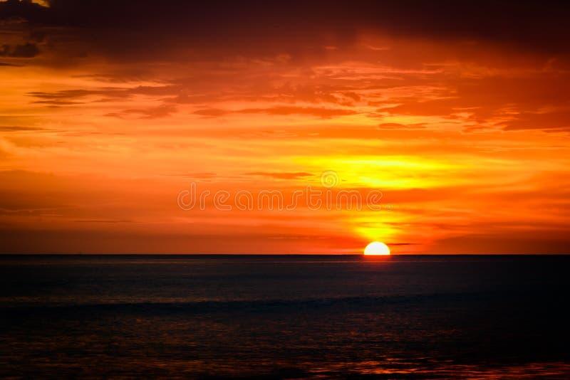 Sonnenuntergang an Mazatlan-Strand, Mexiko lizenzfreie stockfotografie