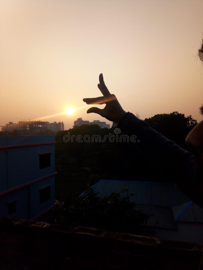 Sonnenuntergang mit der Hand lizenzfreie stockbilder