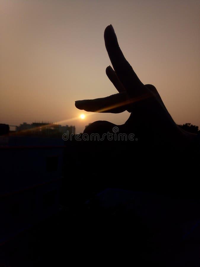 Sonnenuntergang mit der Hand lizenzfreies stockfoto