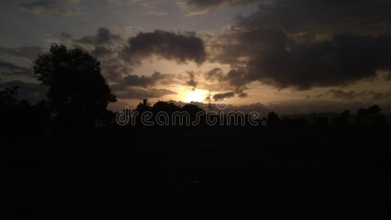 Sonnenuntergang mit Wolkenhimmel stockfotos