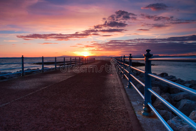 Sonnenuntergang in Morecambe-Bucht in England stockfotografie