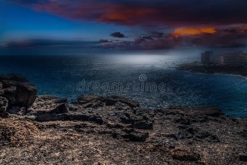 Sonnenuntergang nach dem Meer stockbilder