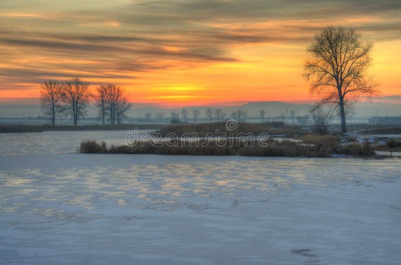 Sonnenuntergang nahe Kostinbrod, Bulgarien lizenzfreie stockbilder