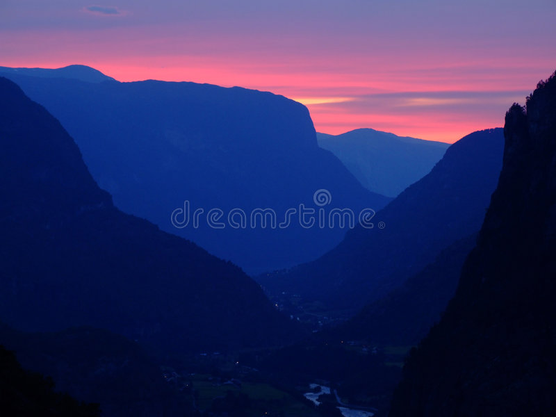 Sonnenuntergang in Norwegen lizenzfreies stockbild