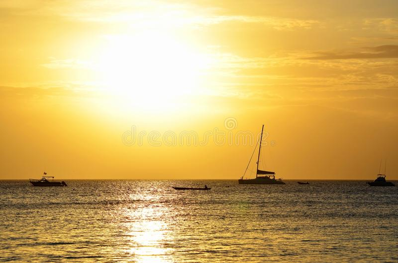 Sonnenuntergang in Nungwi, Zanzibar lizenzfreie stockfotos