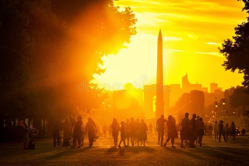 Sonnenuntergang in Paris lizenzfreie stockfotos