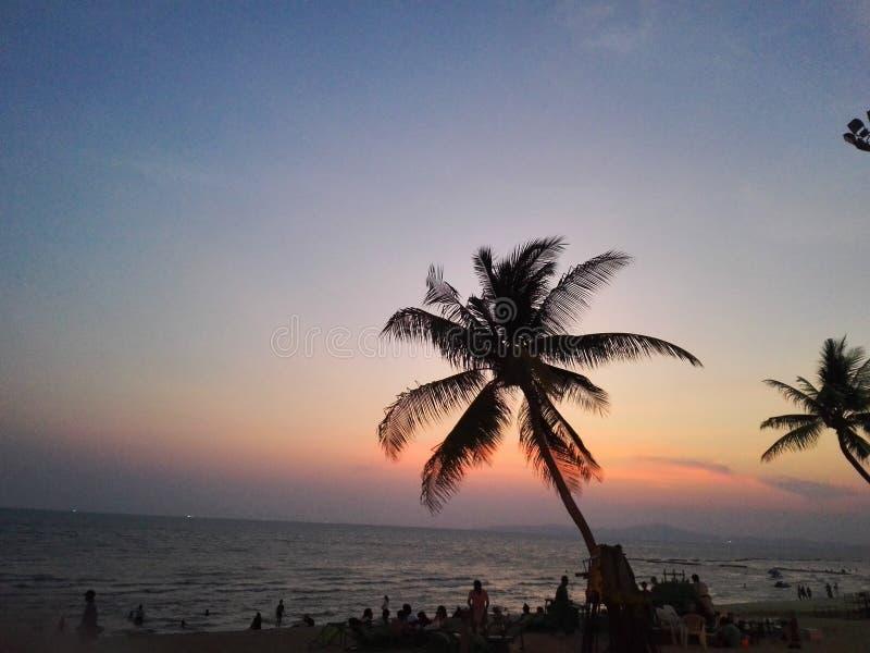 Sonnenuntergang an Pattaya-Strand stockbilder