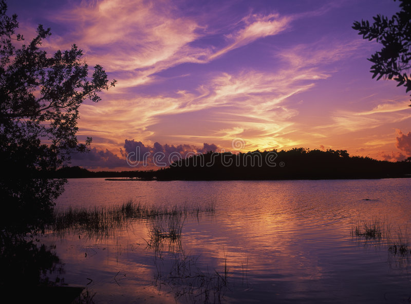 Sonnenuntergang in Paurodus Teich stockbild