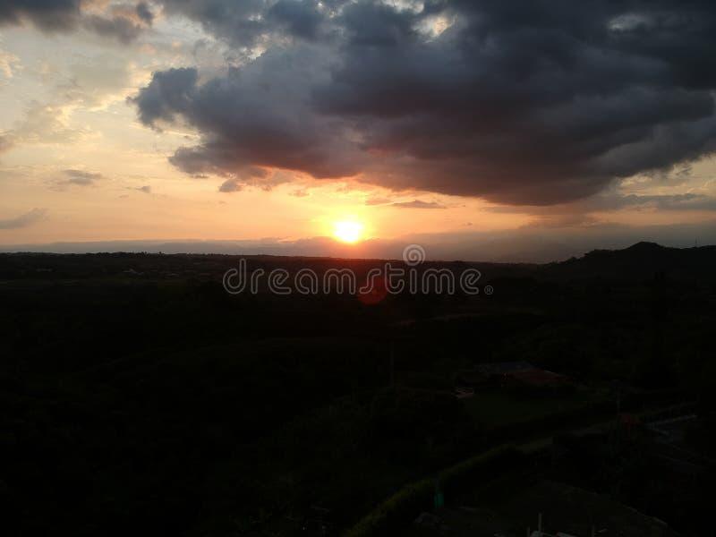 Sonnenuntergang in Pereira Kolumbien lizenzfreies stockbild