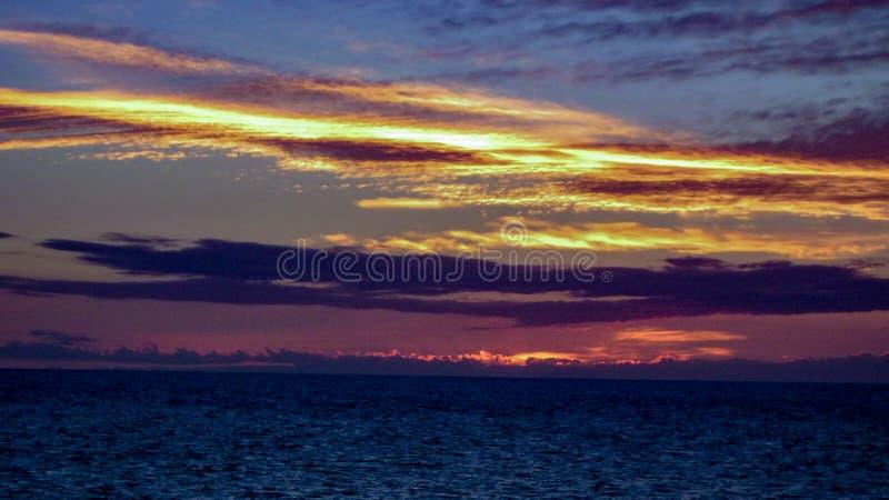 Sonnenuntergang Puerto Penasco, der in Richtung Baja blickt stockfotografie