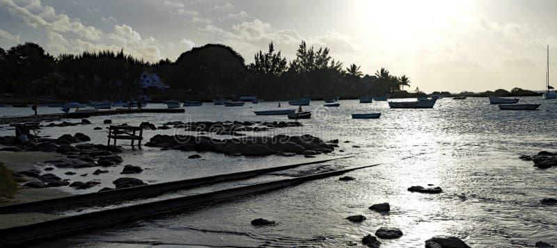Sonnenuntergang am Rand der Kappe Malheureux, Mauritius lizenzfreie stockfotografie