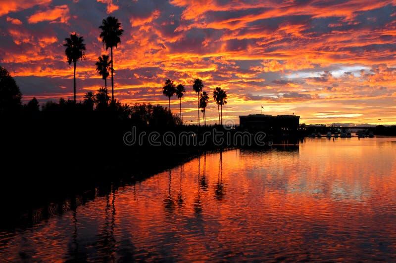 Sonnenuntergang reflektiert über Stockton lizenzfreies stockbild