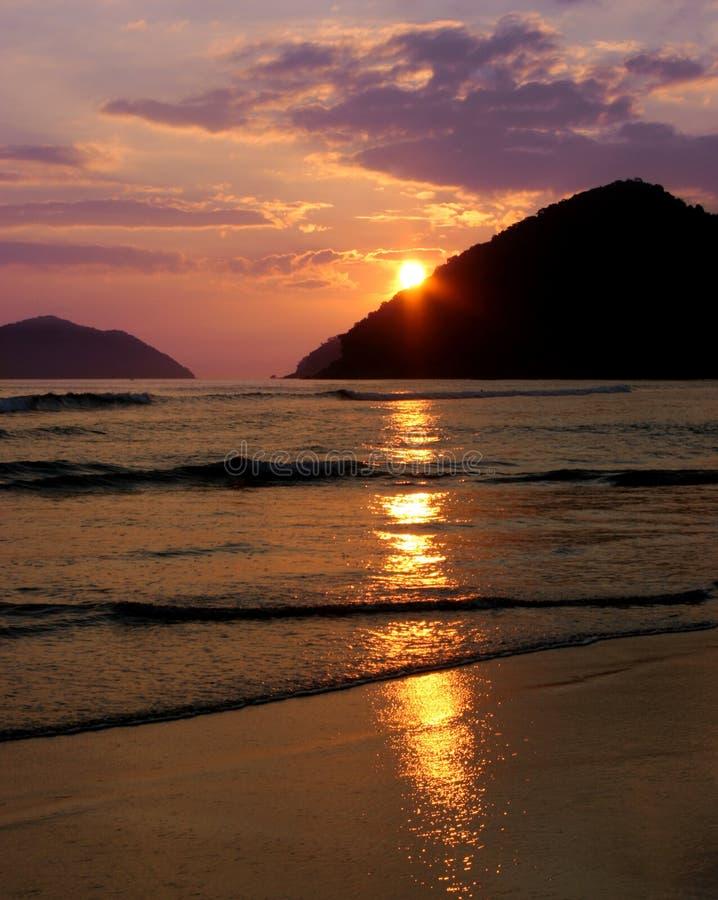 Sonnenuntergang-Reflexion im Ozean lizenzfreie stockfotografie