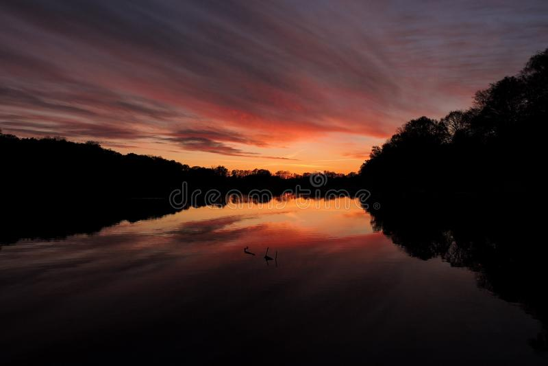Sonnenuntergang-Reflexionen in Polen lizenzfreies stockfoto