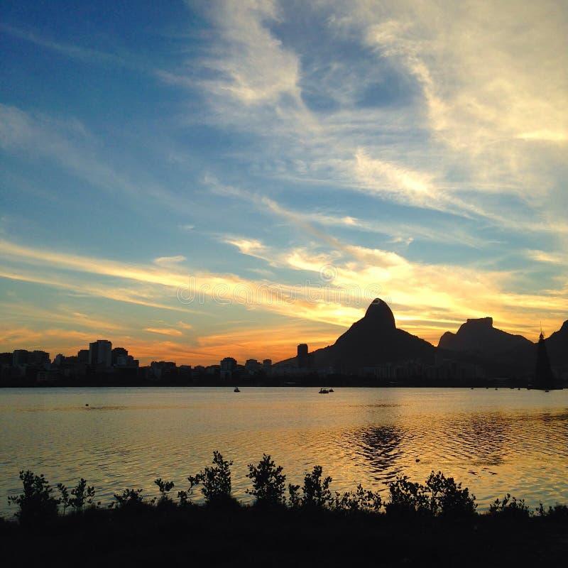 Sonnenuntergang in Rio de Janeiro stockfotos