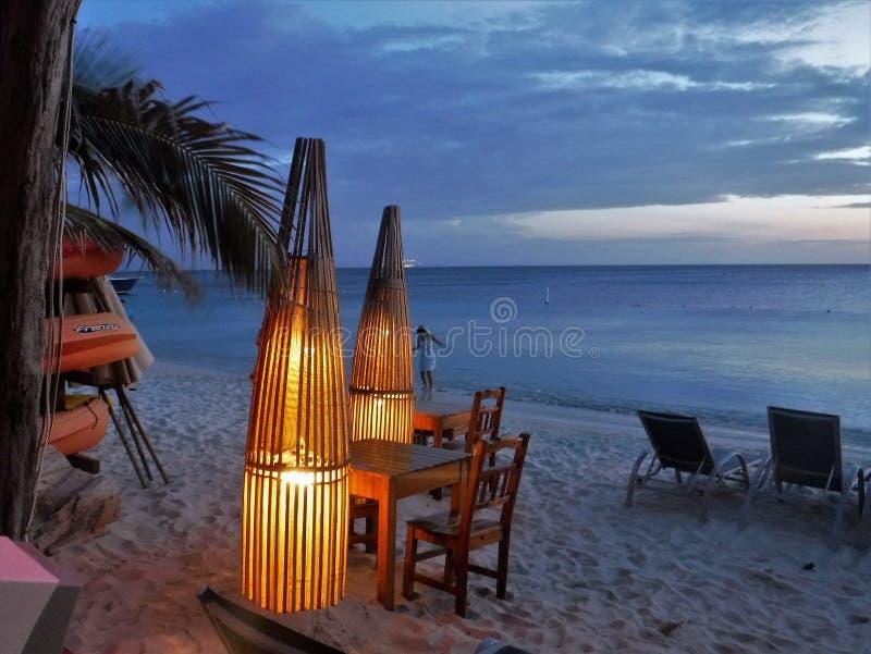 Sonnenuntergang in Roatan lizenzfreies stockfoto
