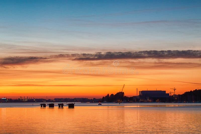 Sonnenuntergang in Rostock/in Deutschland lizenzfreie stockfotografie