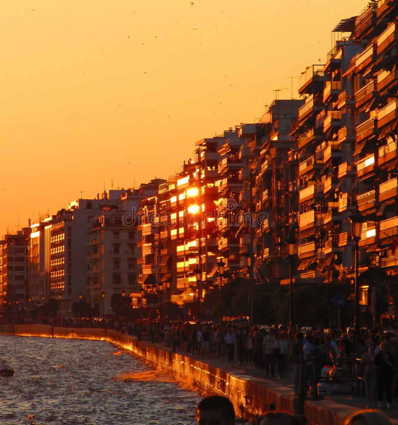 Sonnenuntergang in Saloniki stockfotografie