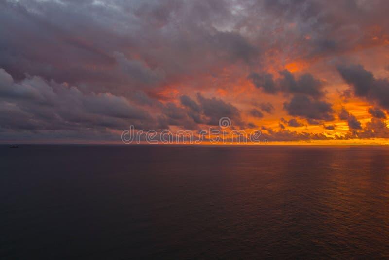 Sonnenuntergang in Santiago de Cuba stockfotos