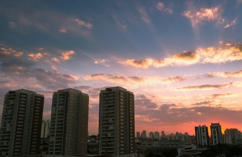 Sonnenuntergang in Sao Paulo, Brasilien lizenzfreie stockfotos