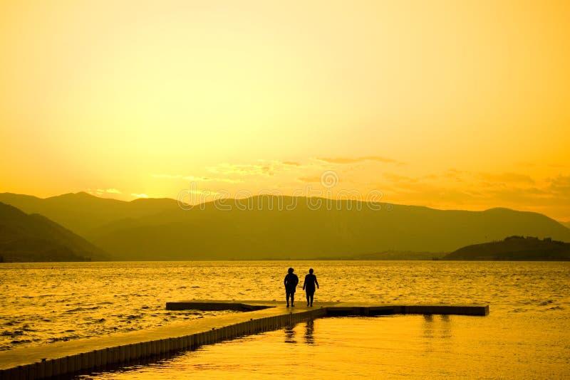 Sonnenuntergang in See Chelan stockbild
