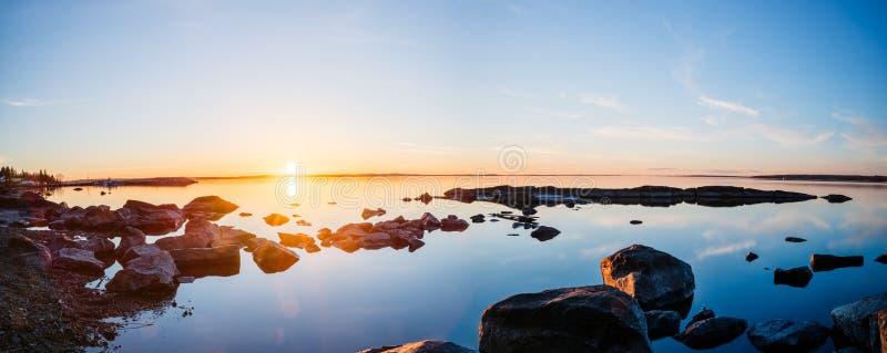 Sonnenuntergang am See Nasijarvi in Tampere stockbilder