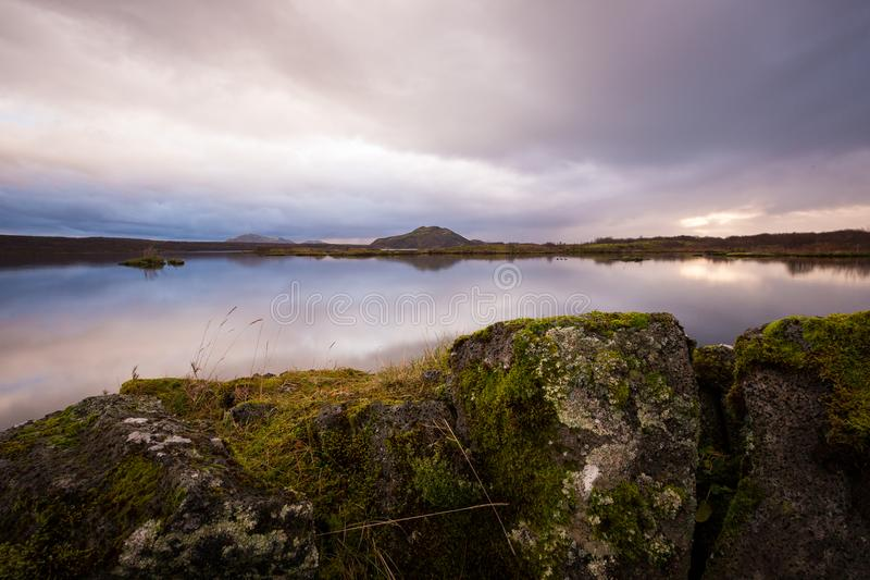 Sonnenuntergang am See in Süd-Island Europa stockbilder