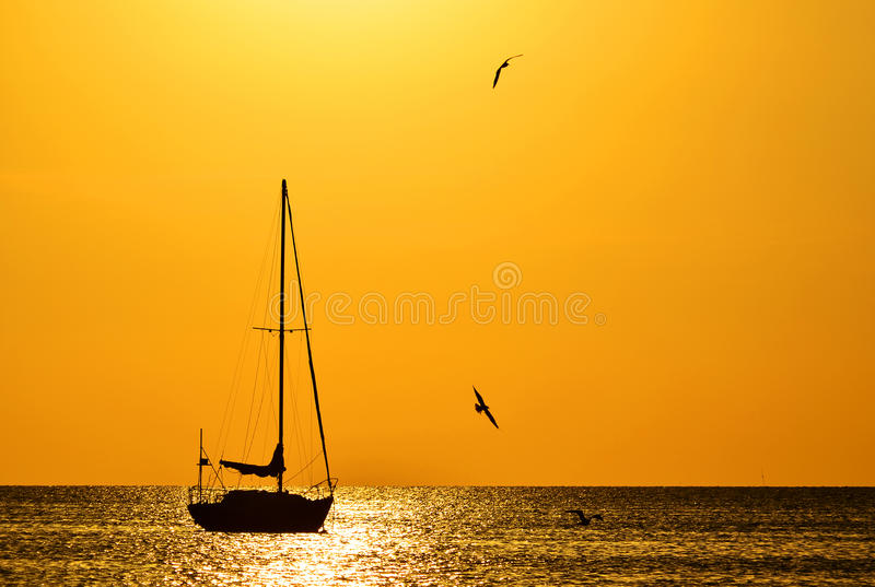 Sonnenuntergang-Segel stockfoto