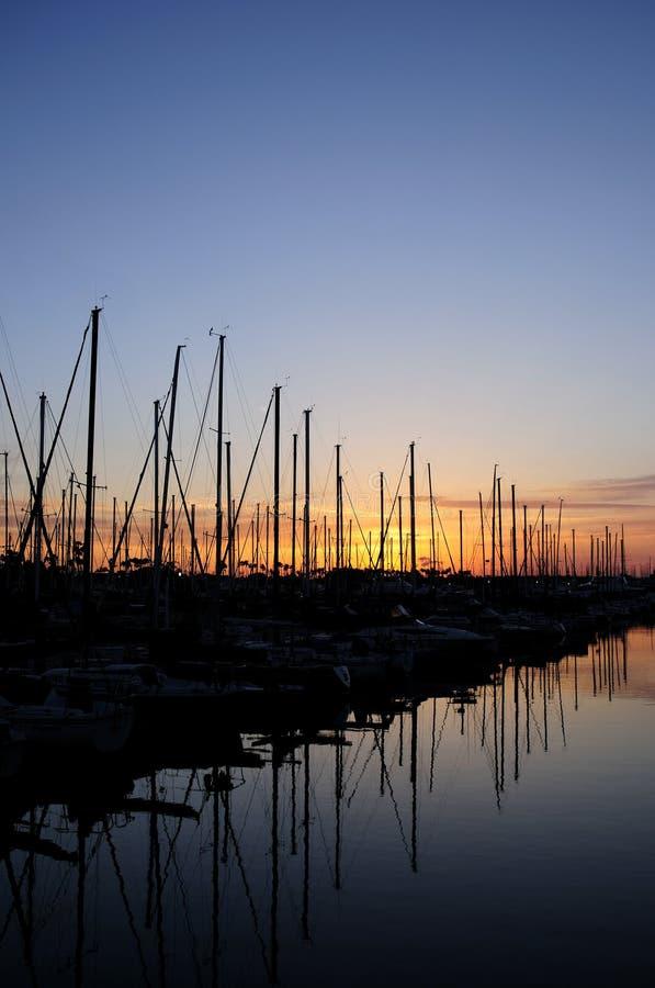 Sonnenuntergang-Segelboote stockbilder