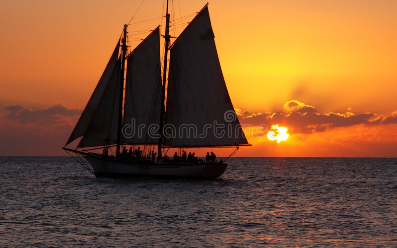 Sonnenuntergang-Segeln-Party 2 stockfotografie