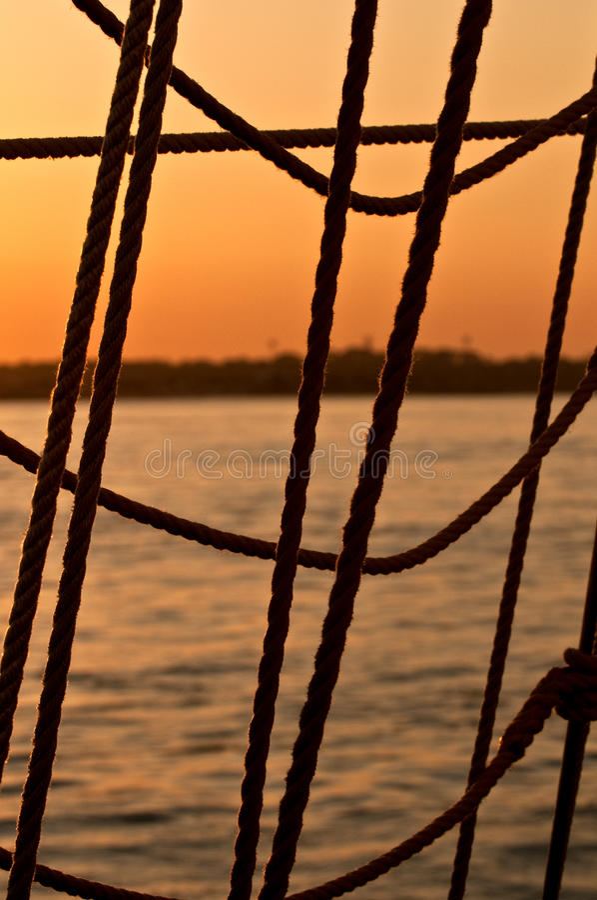 Sonnenuntergang-Seil lizenzfreie stockbilder
