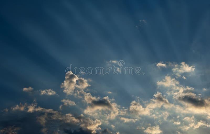 Sonnenuntergang-Strahlen lizenzfreie stockfotografie