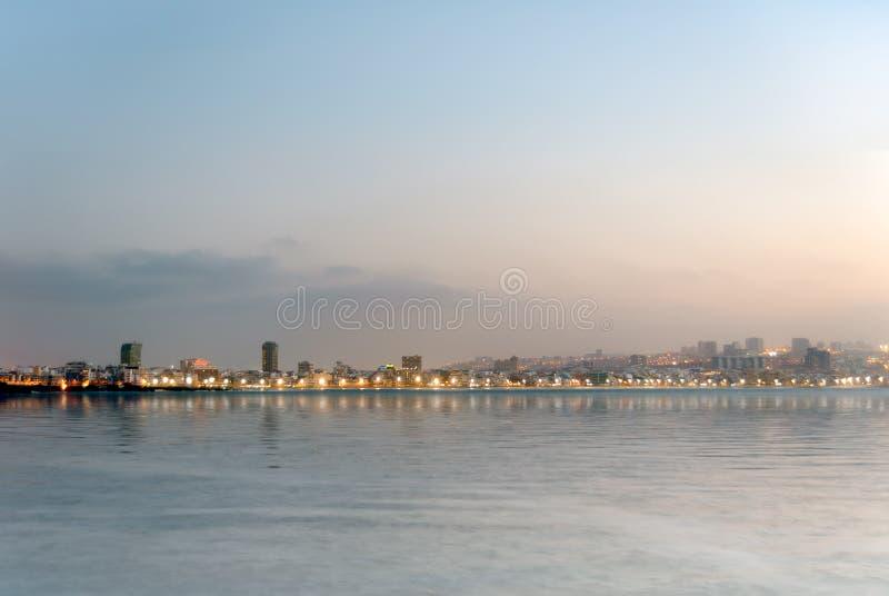 Sonnenuntergang in Strand Las Canteras lizenzfreies stockbild