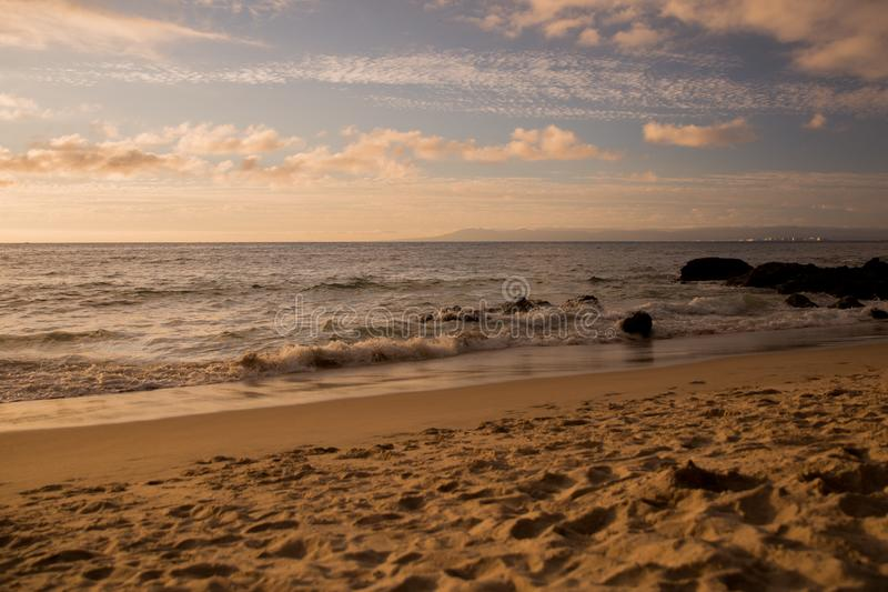 Sonnenuntergang an Strand Punta Negra lizenzfreie stockbilder