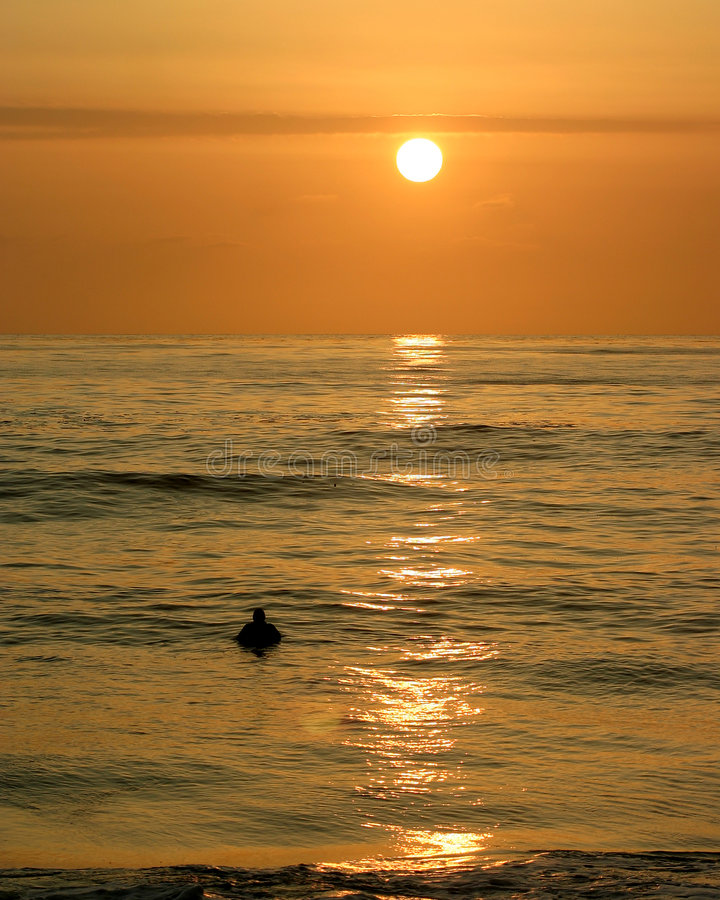 Sonnenuntergang-Surfer I Lizenzfreie Stockfotografie