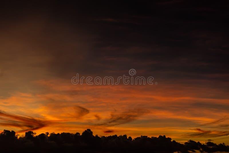 Sonnenuntergang in Tahiti zum Französisch-Polynesien lizenzfreie stockfotografie