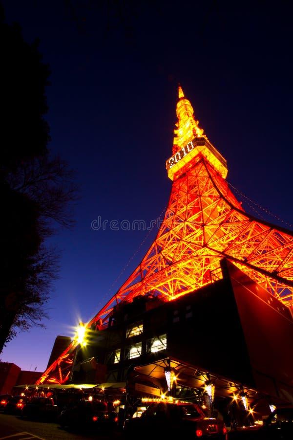 Sonnenuntergang am Tokyo-Kontrollturm lizenzfreie stockfotos