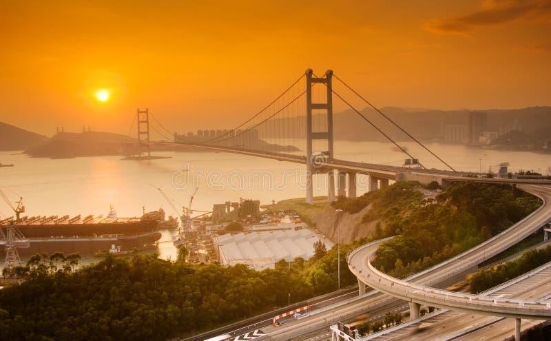Sonnenuntergang Tsing MA der Brücke in Hong Kong stockbilder