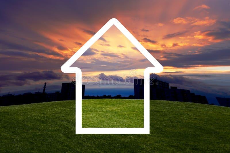 Sonnenuntergang und Haus von den Träumen stockbild